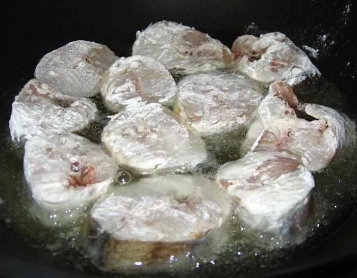 Merluciu prajit cu lamaie