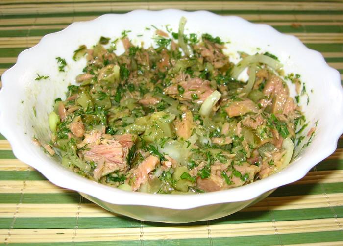 Salata de ton cu masline verzi