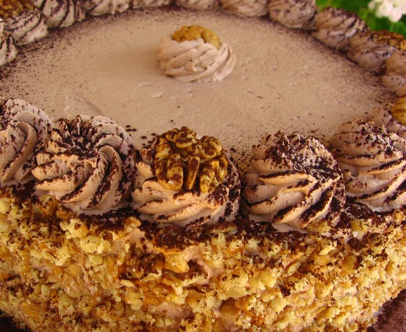 Tort cu nuca si crema de ciocolata