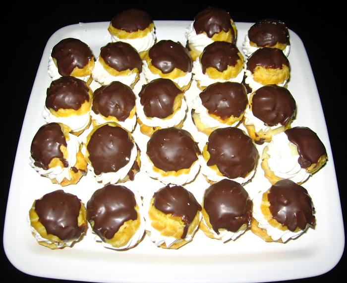 Minieclere cu ciocolata si frisca