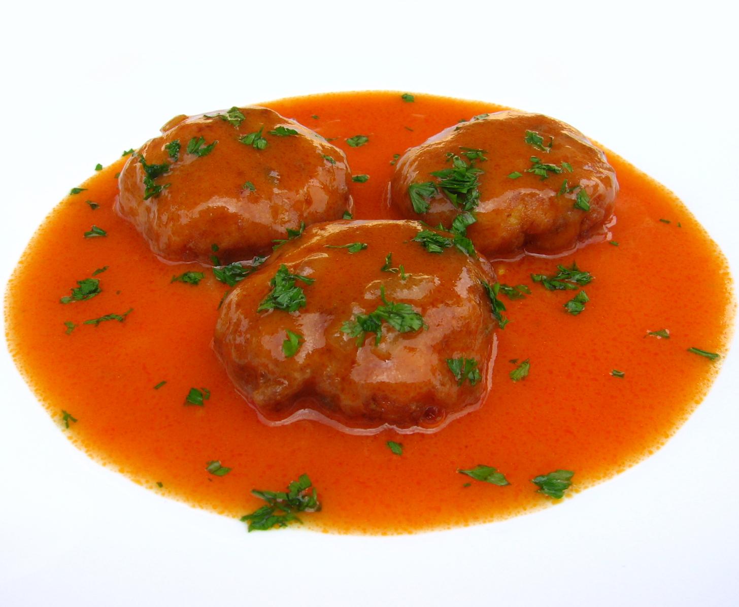 Chiftelute de pui in sos de rosii