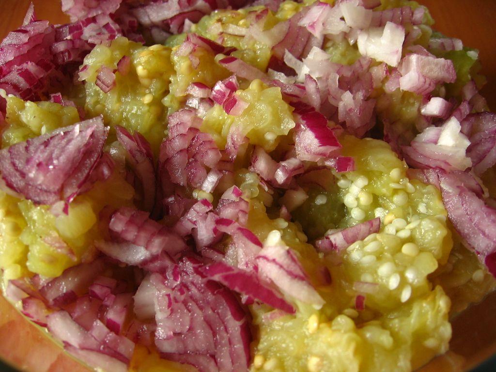 Salata de vinete cu ceapa rosie