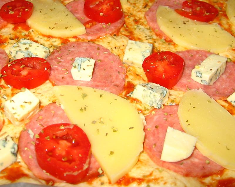Pizza cu salam si branza Rosenborg