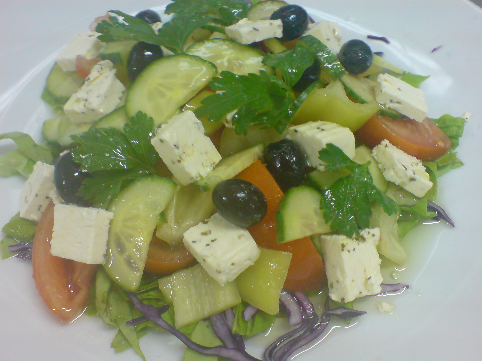 Salata cu branza cu verdeata