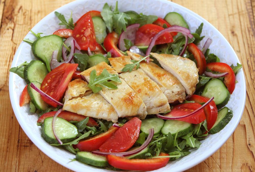 Salata cu Piept de pui si Legume