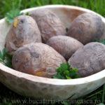 Cartofi copti in jar