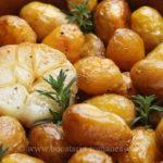 Cartofi noi cu usturoi