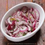 Salata de ceapa rosie