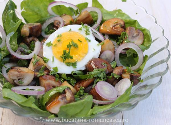Salata de spanac cu ciuperci si ou